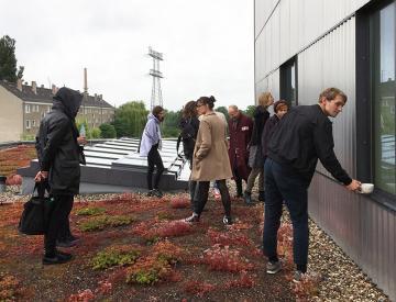 9 Künstler der Ausstellung auf dem Dach der Weissensee Kunsthochschule Berlin