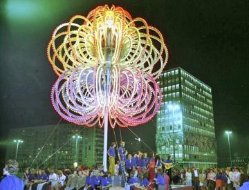 10 Berlin, Alexanderplatz, während der X. Weltfestspiele