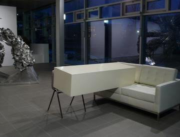 3 Angela de la Cruz, Transfer (Ivory), 2011 (vorne)