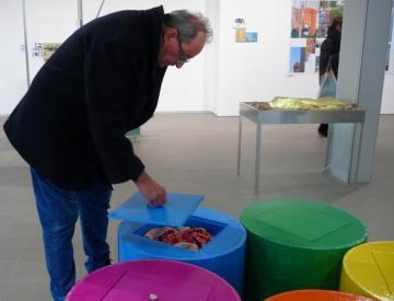 15 expo - Besucher in der Ausstellung