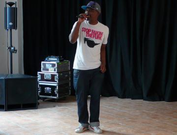 Rapper und Texter Ono Ngcala gibt ein Konzert im Musikladen