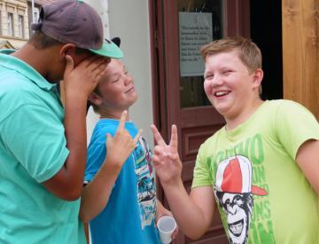 Yves, Justin und Paul nach Ihrem Textworkshop mit Ono Ngcala
